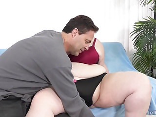Giant boobed fat ass Miss Ladycakes fucked